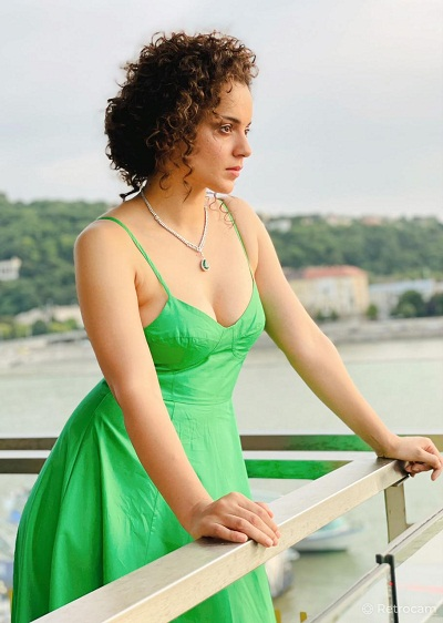 Kangana shares beautiful pictures with Ghalib''s poem